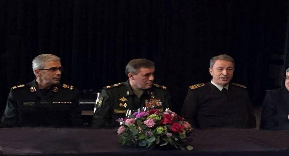 İran Genelkurmay Başkanı Muhammed Bakıri, Rusya Genelkurmay Başkanı Valeriy Gerasimov, Türkiye Genelkurmay Başkanı Hulusi Akar