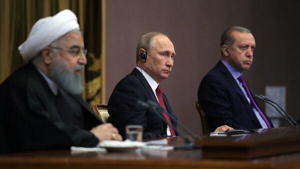 Cumhurbaşkanı Recep Tayyip Erdoğan, Rusya Devlet Başkanı Vladimir Putin ve İran Cumhurbaşkanı Hasan Ruhani - Sputnik Türkiye