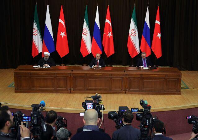 Üç liderin Soçi'deki zirvesi fotoğraflarda