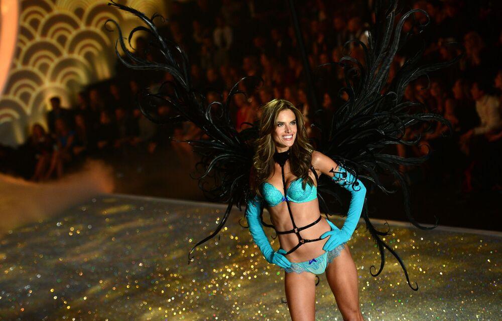 Victoria's Secret modeli Alessandra Ambrosio