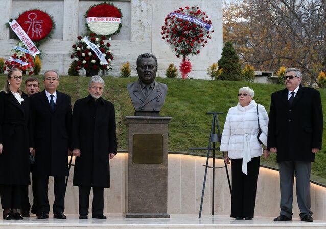 Rusya'nın Ankara Büyükelçiliği'nde Andrey Karlov anıtı açıldı