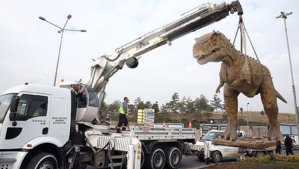 Ankara'da kaldırılan T-Rex heykeli - Sputnik Türkiye
