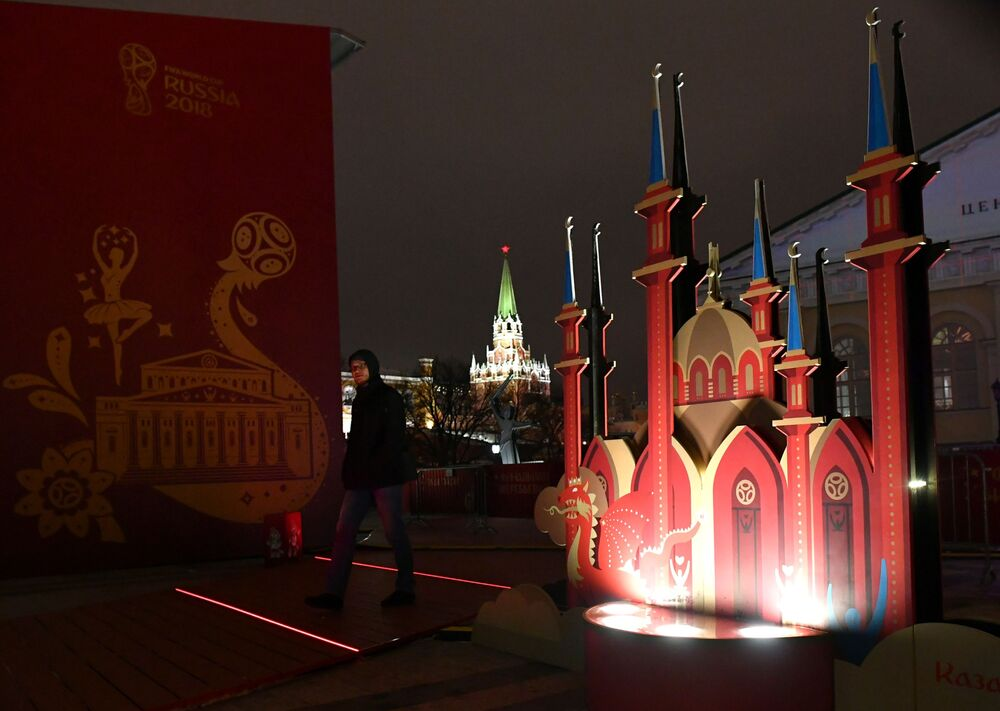 FIFA 2018 Dünya Kupasına ev sahipliği yapacak Rus şehirlerini sembolize eden sanat objeleri