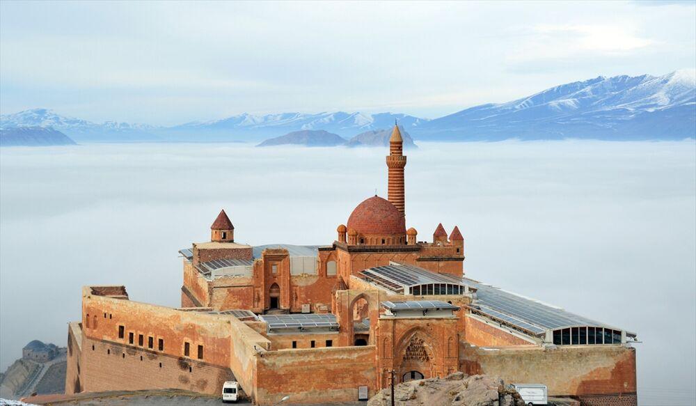 Sisler içindeki tarih: İshak Paşa Sarayı