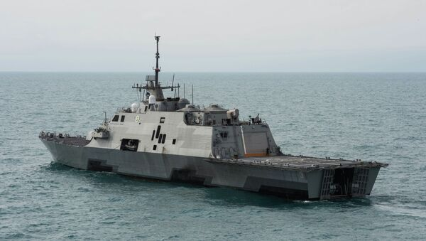 This US Navy handout photo released January 8, 2015 shows the littoral combat ship USS Fort Worth (LCS 3) as it operates on January 7 - Sputnik Türkiye