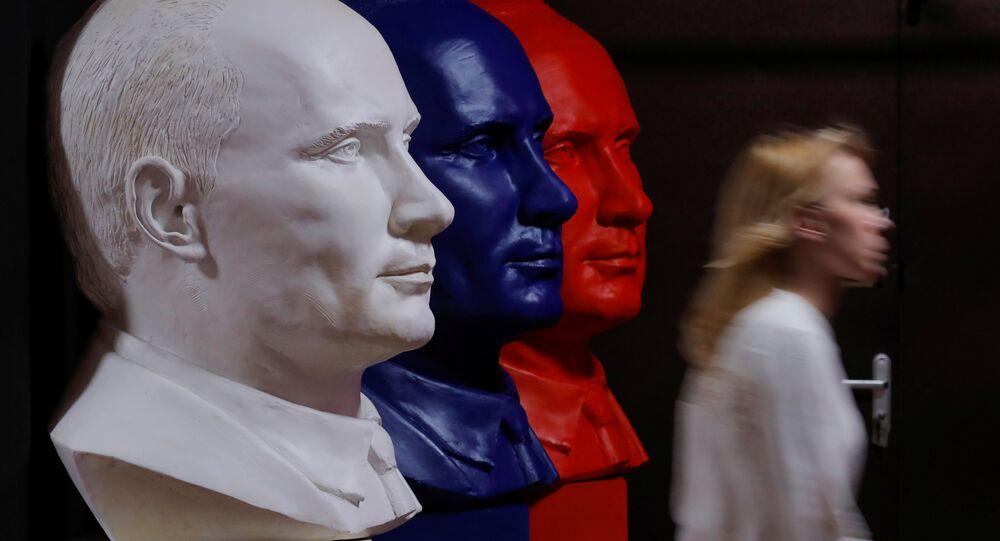 Moskova Çağdaş Sanat Müzesi'nde (UMAM) Rusya Devlet Başkanı Vladimir Putin temalı 'SüperPutin' sergisi açıldı.