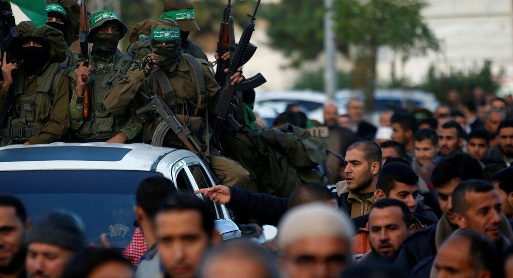 Hamas'tan askeri geçit töreni