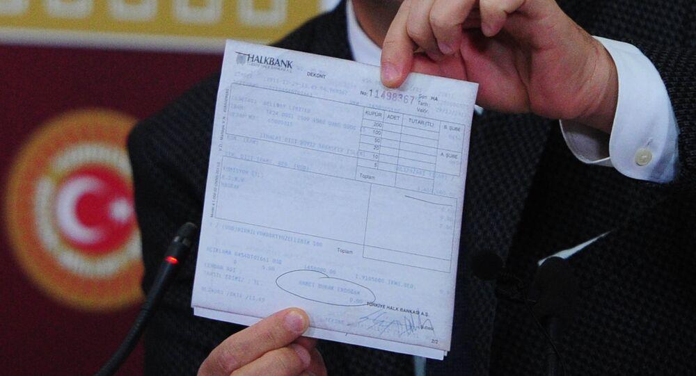 CHP Parti Sözcüsü Bülent Tezcan, Man Adası belgelerini gösterdi.