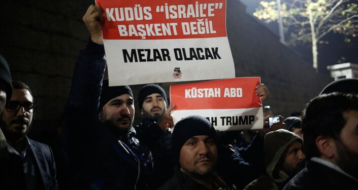 ABD Başkanı Donald Trump'ın Kudüs'ü İsrail'in başkenti olarak tanıması, ABD'nin İstanbul Başkonsolosluğu önünde protesto edildi.