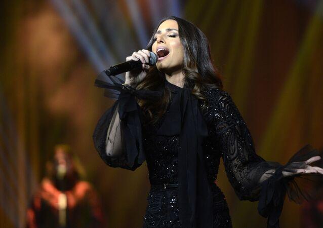 Hiba Tawaji Suudi Arabistan konser veren ilk kadın şarkıcı