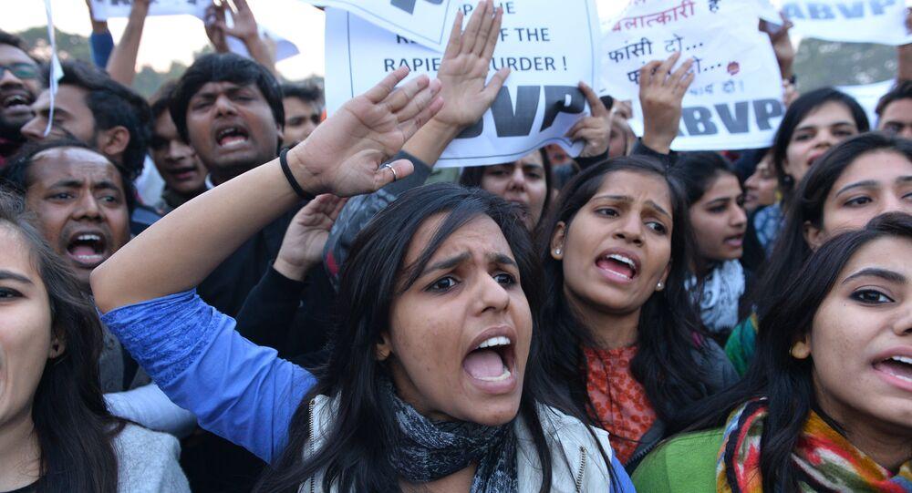 Hindistan tecavüz kadın protesto