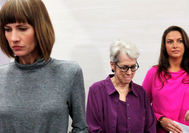 Jessica Leeds, Rachel Crooks ve Samantha Holvey