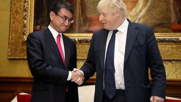 İngiltere Dışişleri Bakanı Boris Johnson ve Japon mevkidaşı Taro Kono - Sputnik Türkiye