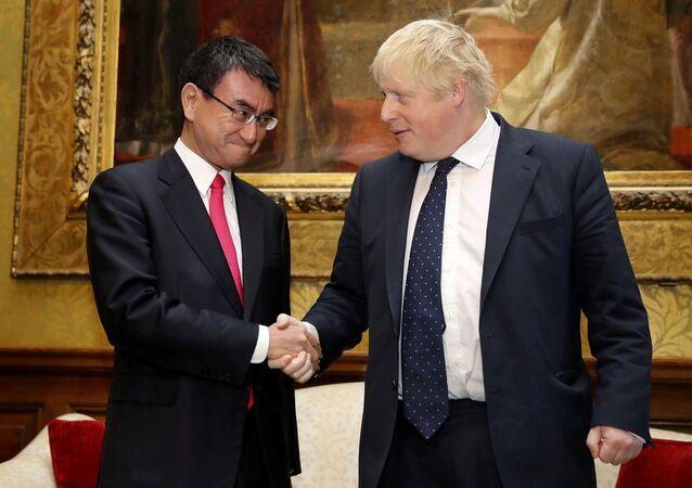 İngiltere Dışişleri Bakanı Boris Johnson ve Japon mevkidaşı Taro Kono