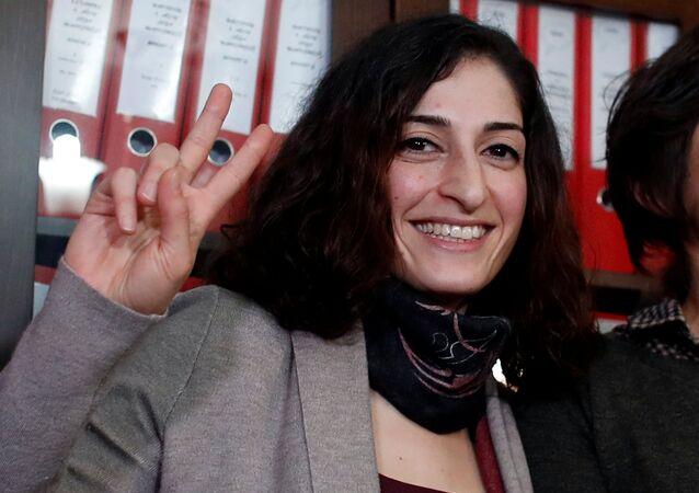 Gazeteci Meşale Tolu