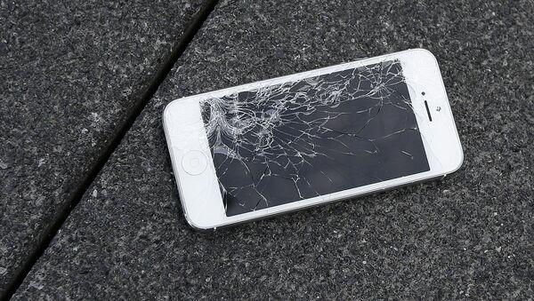 Akıllı telefon-Kırık ekran - Sputnik Türkiye