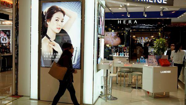 Çin'de kozmetik mağaza - Sputnik Türkiye