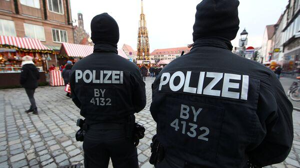 Alman polisi Noel pazarı Nürnberg - Sputnik Türkiye