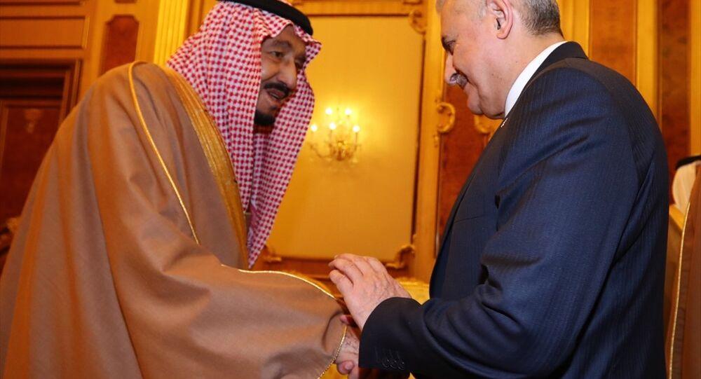 Başbakan Binali Yıldırım, resmi ziyareti kapsamında Suudi Arabistan Kralı Selman bin Abdulaziz ile bir araya geldi.