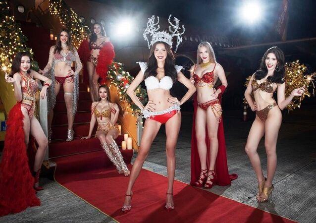 Vietnamlı Viejet Air havayolları, 2018 için birbirinden güzel ve seksi kadınların bikinili fotoğraflarının yer aldığı bir takvim hazırladı.
