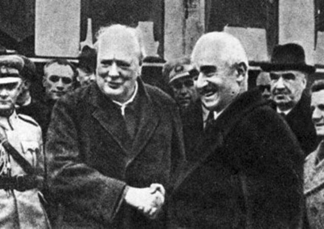 Cumhurbaşkanı İnönü İngiltere Başbakanı Sir Winston Churchill