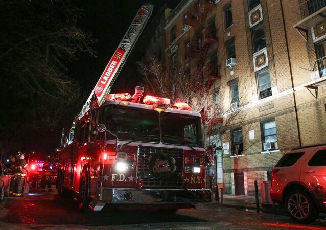 Bronx mahallesindeki hayvanat bahçesi yakınlarından bulunan 5 katlı bir apartmanda çıkan yangında 12 kişi hayatını kaybetti, 4 kişi ise ağır yaralandı. Ölenler arasında 1 yaşındaki bir çocuğun da bulunduğu belirtildi.