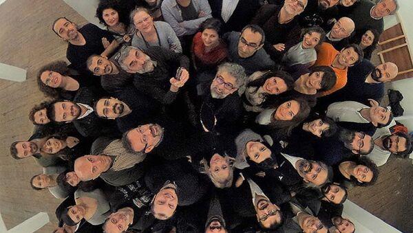 'Dışarıdaki Gazeteciler'den tutuklu meslektaşlarına yeni yıl selamı - Sputnik Türkiye