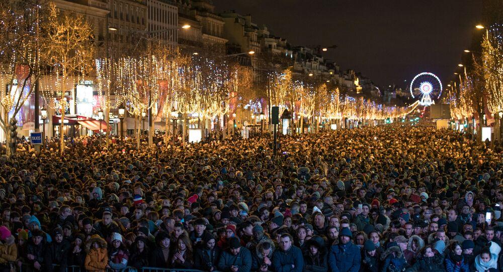 Paris Şanzelize yılbaşı kutlaması