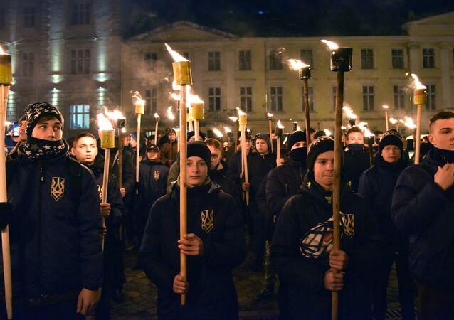 Ukraynalılar, Nazi işbirlikçisi Bandera'yı anmak için sokağa çıktı