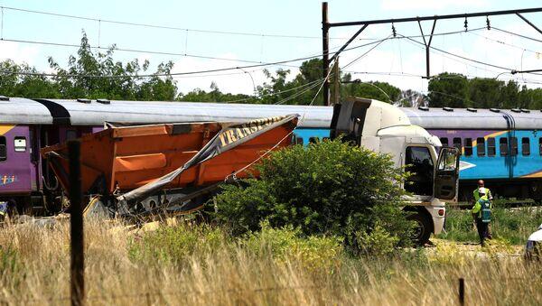 Güney Afrika'da yolcu treni ile kamyon çarpıştı - Sputnik Türkiye