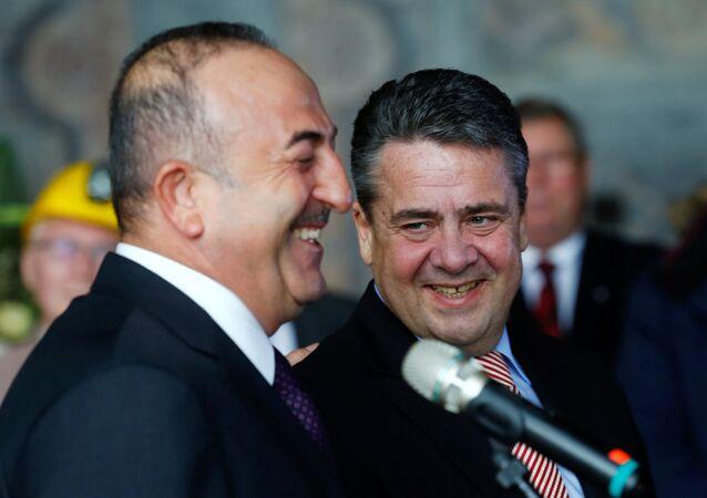 Dışişleri Bakanı Mevlüt Çavuşoğlu ve Almanya Dışişleri Bakanı Sigmar Gabriel