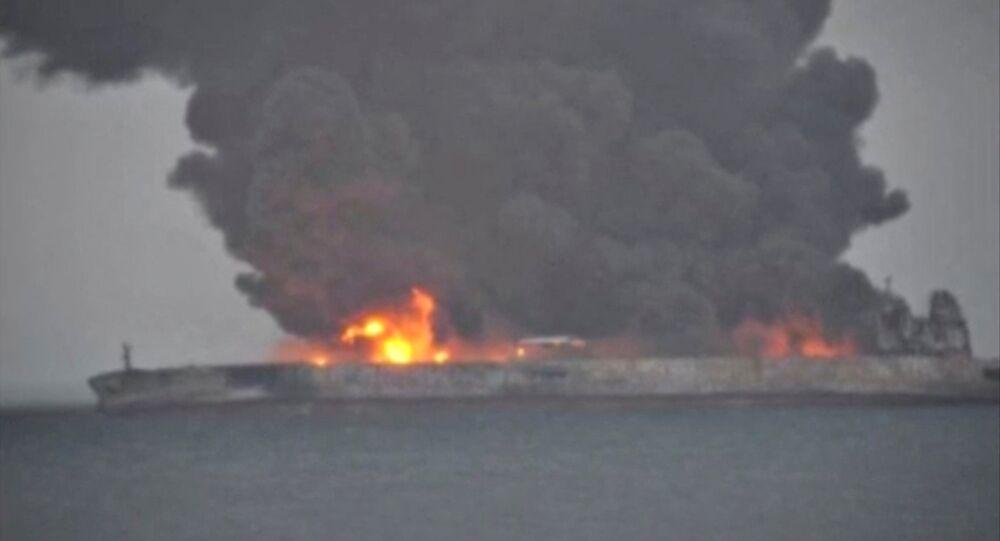 Çin kıyısı açıklarında patlama riski taşıyan bir tanker alev aldı
