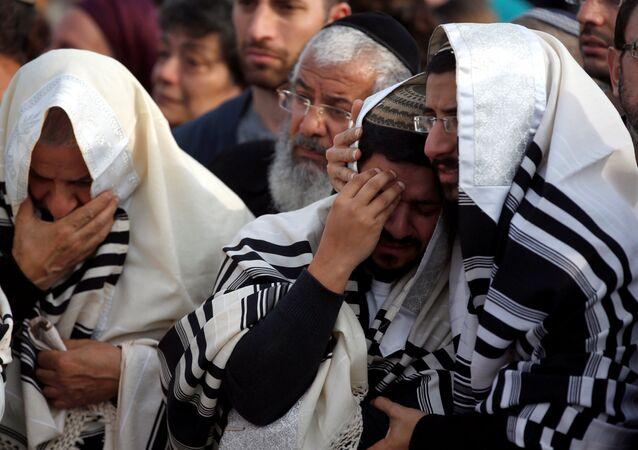 Batı Şeria Yahudi yerleşimleri öldürülen haham Raziel Şevach'ın cenazesi