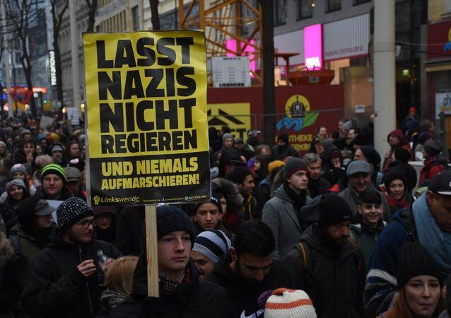 Avusturya'da hükümet karşıtı protesto