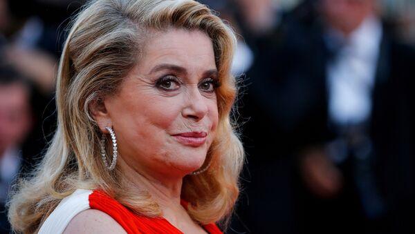 Catherine Deneuve 70. Cannes Film Festivali - Sputnik Türkiye