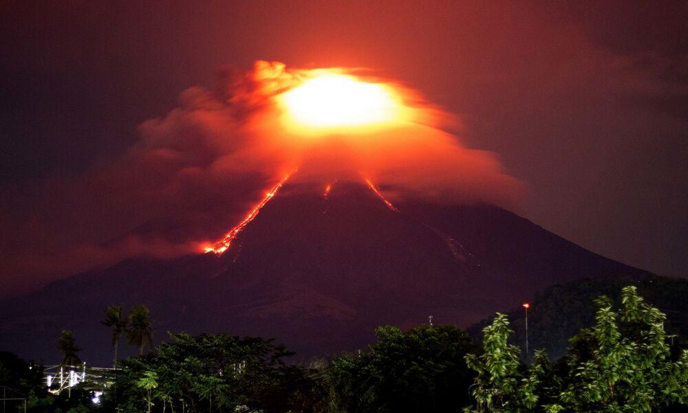 Filipinler'de Mayon Yanardağı endişesi