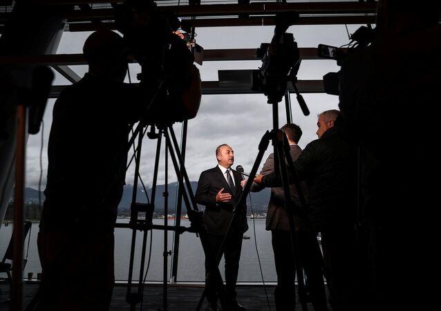 Dışişleri Bakanı Mevlüt Çavuşoğlu, Kanada'nın Vancouver kentinde düzenlenen ''Kore Yarımadası'nın Güvenlik ve İstikrarı İçin Dışişleri Bakanları Zirvesi''ne katıldı. Bakan Çavuşoğlu, toplantının ardından gazetecilerin sorularını yanıtladı.