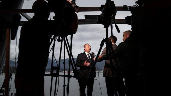 Dışişleri Bakanı Mevlüt Çavuşoğlu, Kanada'nın Vancouver kentinde düzenlenen ''Kore Yarımadası'nın Güvenlik ve İstikrarı İçin Dışişleri Bakanları Zirvesi''ne katıldı. Bakan Çavuşoğlu, toplantının ardından gazetecilerin sorularını yanıtladı. - Sputnik Türkiye