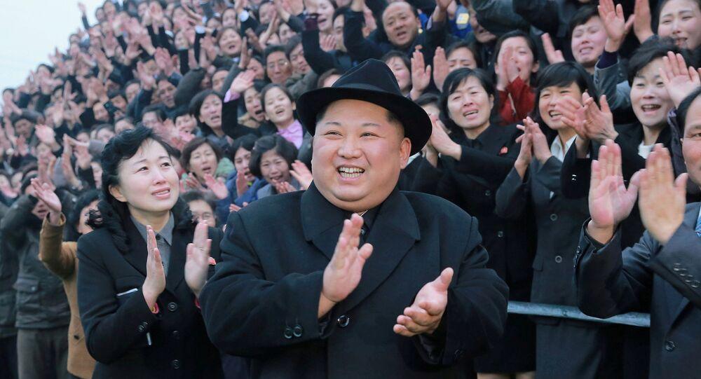 Kuzey Kore lideri Kim Jong-un başkent Pyongyang'daki Öğretmen Okulu'nu ziyaret etti