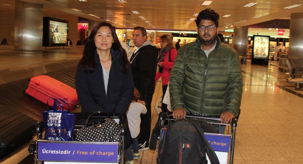 Myanmar'da insansız hava aracı (drone) ile izinsiz görüntü aldıkları gerekçesiyle tutuklandıktan iki ay sonra serbest bırakılan dört kişilik TRT World ekibinden Malezyalı kadın muhabir Mok Choy Lin ile Myanmarlı tercüman Aung Naing Soe, Türkiye'ye geldi.
