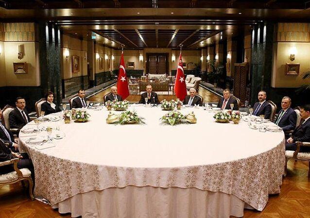 Cumhurbaşkanı Recep Tayyip Erdoğan yasama, yürütme ve yargı organlarının temsilcileriyle yemekte bir araya geldi.