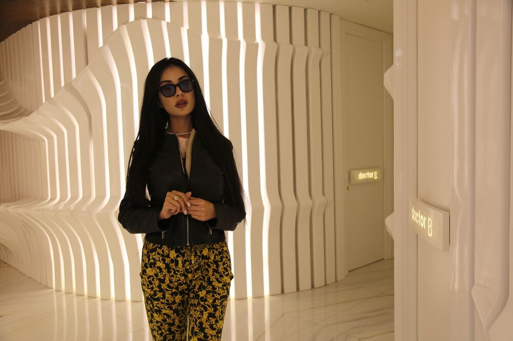 Kim Kardashian'a benzemek isteyen model Pamplona