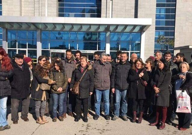 Nuriye Gülmen ve Semih Özakça'nın açlık grevine destek verenlere beraat