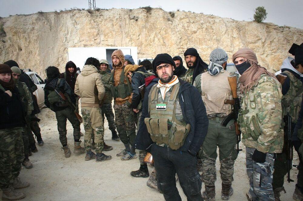 Sputnik, Azez'de ÖSO savaşçılarını görüntüledi