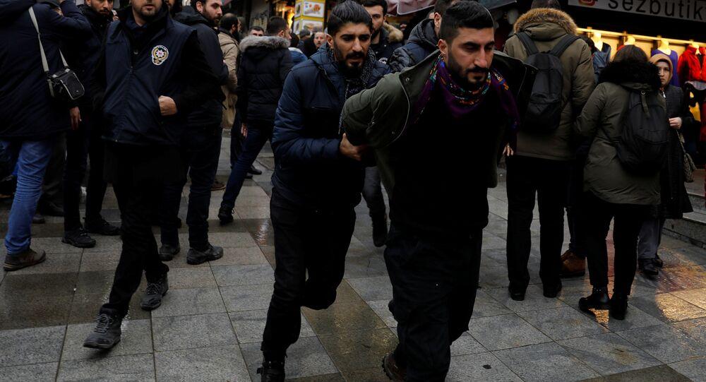 Kadıköy'de Afrin protestosuna müdahale