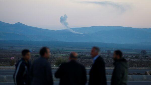 Hatay'ın Hassa ilçesinden Afrin operasyonunu izleyenler - Sputnik Türkiye