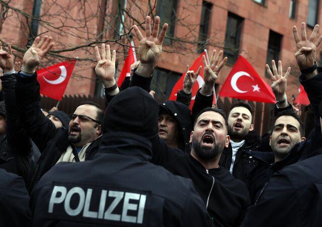Berlin'de Afrin protestosu