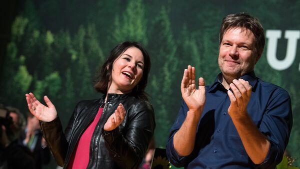 Alman Yeşiller Partisi'nin yeni eş genel başkanları Robert Habeck ve Annalena Baerbock oldu - Sputnik Türkiye