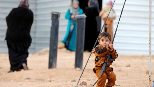 Angelina Jolie'den Ürdün'deki mülteci kampına ziyaret - Sputnik Türkiye