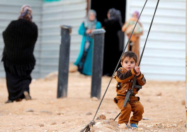 Angelina Jolie'den Ürdün'deki mülteci kampına ziyaret